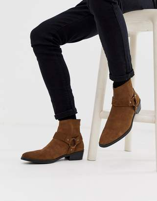 Asos Design DESIGN stacked heel western chelsea boots in tan suede with buckle detail