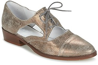 Regard RELAX women's Casual Shoes in Gold