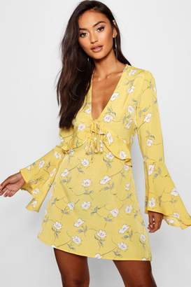 boohoo Petite Floral Flare Sleeve Dress