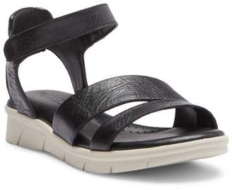 The Flexx Crossover Strap Sandal