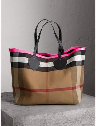 Burberry The Giant Reversible Tote in Canvas Check and Leather, Black