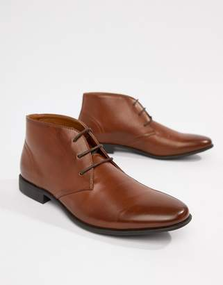 Asos Design DESIGN chukka boots in tan faux leather