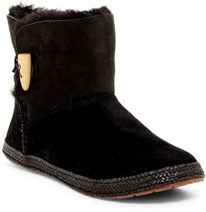 UGGUGG Australia Garnet Genuine Shearling Lined Boot
