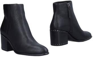 Vince Camuto Ankle boots - Item 11479138NN