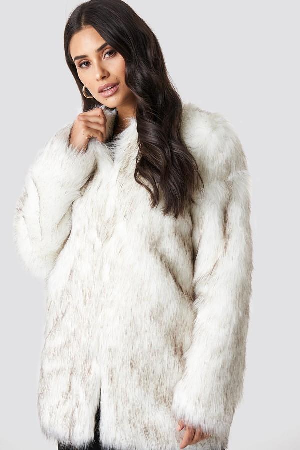 Dilara X NA-KD Round Neck Faux Fur Jacket Cream