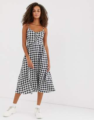 New Look midi dress with tie front in gingham print