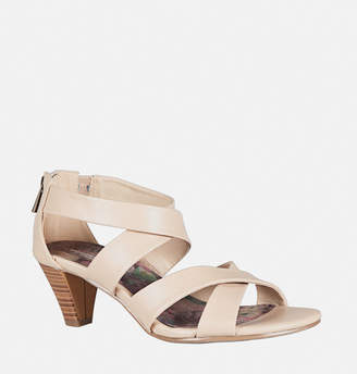 Avenue Lara Criss Cross Heel