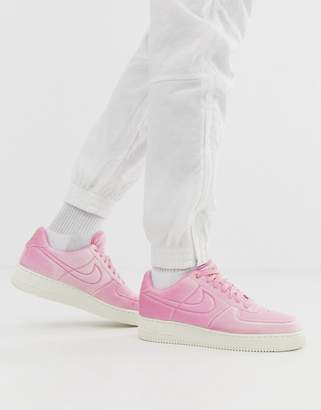 differently c0580 c6bf5 Nike Force 1  07 trainers in Pink Velvet
