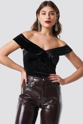 Na Kd Party Flounce Off Shoulder Velvet Top Black