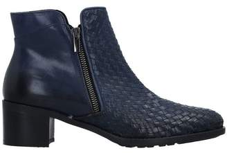Linea Ankle boots