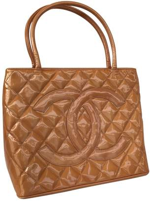 Chanel Médaillon patent leather handbag