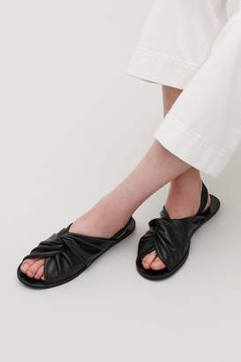 Cos KNOTTED LEATHER SANDALS