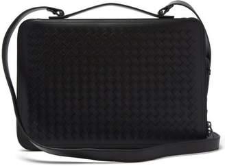 Bottega Veneta Intrecciato Leather Pouch - Mens - Black