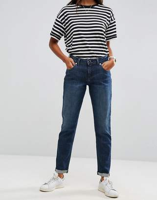 Asos DESIGN KIMMI Shrunken Boyfriend Jeans in Clara Darkwash Blue
