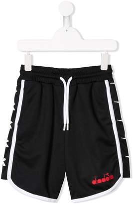Diadora Junior contrast logo shorts