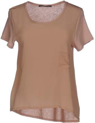 BP Studio T-shirts - Item 12047032