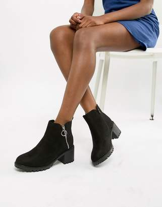 New Look Chunky Cleated Sole Mid-Heel Ankle Boot