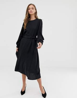 Asos Design DESIGN ruched waist chuck on midi dress with long sleeves