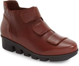 L'Amour des Pieds 'Harmonee' Sneaker