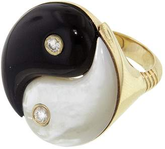 Mother of Pearl Retrouvaí and Black Onyx Yin Yang Ring - Yellow Gold