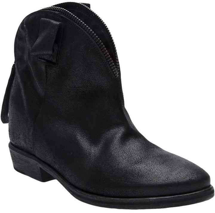 Cinzia Araia zip fasten boot