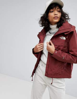 The North Face Short Cagoule In Burgundy