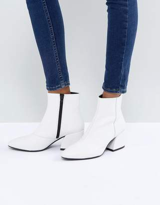 Vagabond Olivia White Leather Ankle Boot