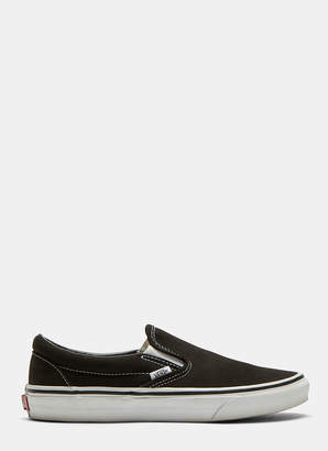 6f6e7ee710a Vans Classic Slip-on Sneakers in Black