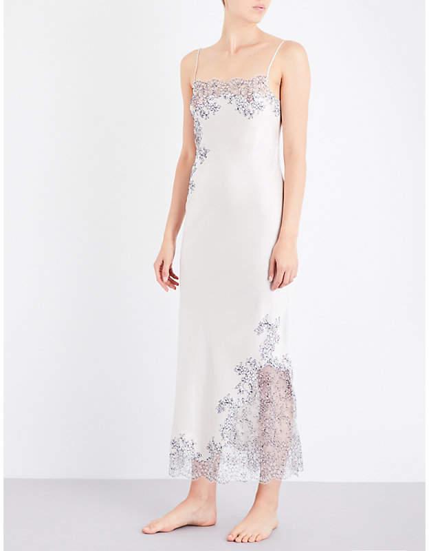 Carine Gilson Chantilly lace-trim silk-satin robe
