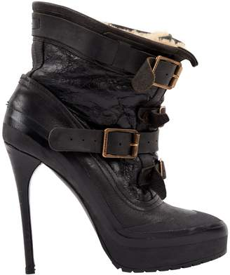 Burberry Leather buckled boots