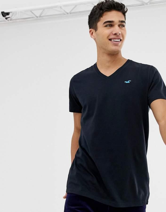 Hollister Core V-Neck T-Shirt Seagull Logo in Black