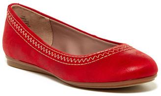 Easy Spirit Ginara Stitched Flat $79 thestylecure.com