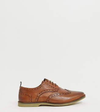 Asos Design DESIGN Wide Fit brogue shoes in tan leather with faux crepe sole