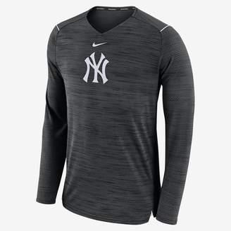 Nike Breathe (MLB Yankees) Men's Long Sleeve Top