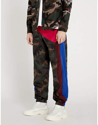 Side-stripe camouflage-print shell jogging bottoms