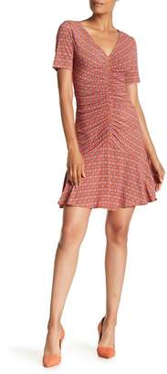 Donna Morgan V-Neck Short Sleeve Printed Jersey Dress
