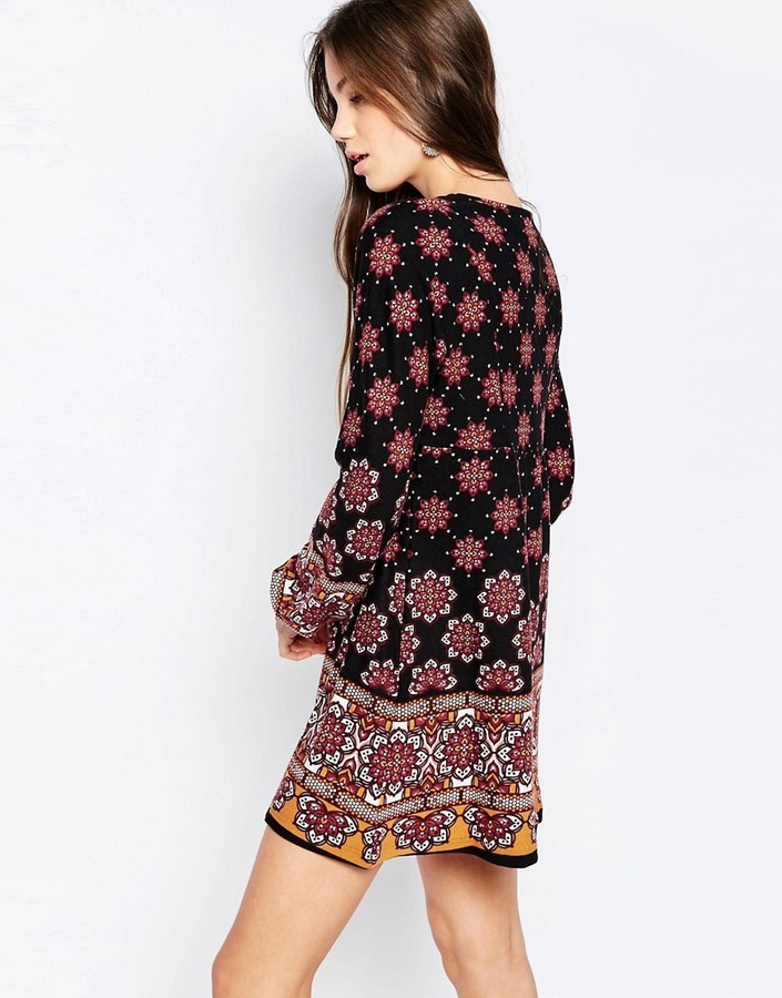 QED London Long Sleeve Smock Dress in Border Print