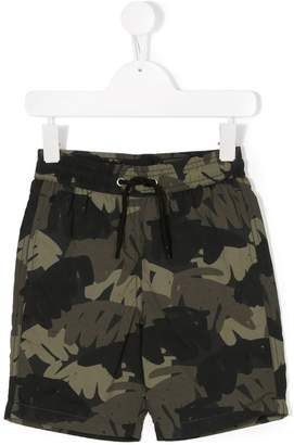 Finger In The Nose camouflage palm print shorts