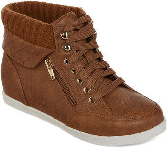 ARIZONA Arizona Hoops Lace-Up Casual Sneakers $60 thestylecure.com