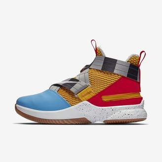 1acd01a641f0 Nike Men s Basketball Shoe LeBron Soldier 12 FlyEase (Extra-Wide)