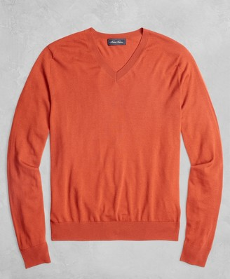 Brooks Brothers Golden Fleece 3-D Knit Fine-Gauge Merino V-Neck Sweater