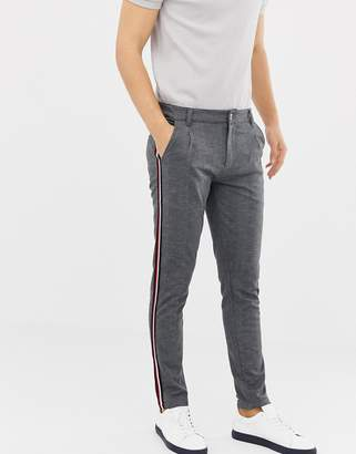 Solid slim pleated pants in gray
