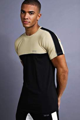 boohoo MAN Muscle Fit T-Shirt With Piping Detail