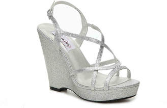 Dyeables Dee Wedge Sandal - Women's