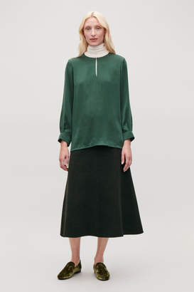 Cos KEYHOLE-DETAILED SILK BLOUSE