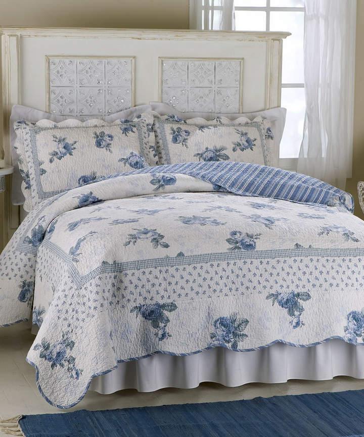 Blue Rose Blossom Cotton-Rich Quilt