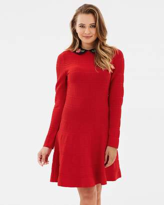 Review Lady In Red Dress