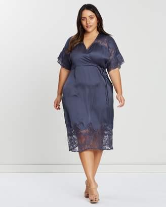 Lace Detail Sleeve Midi Dress