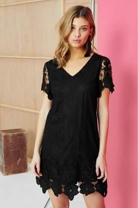 Yumi Womens London Border Lace Shift Dress - Black