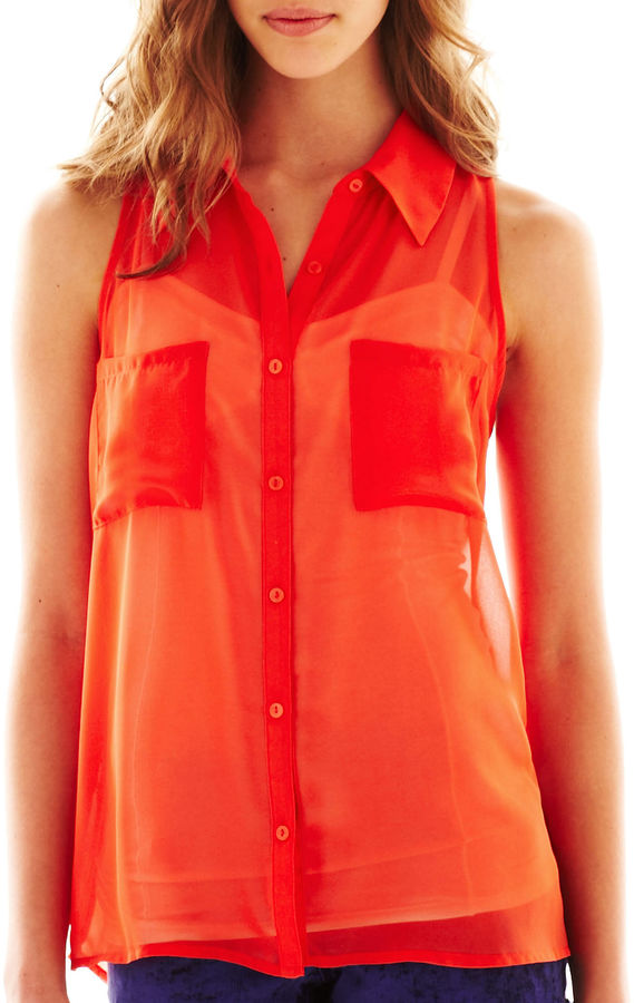 Decree Sleeveless Button-Front Blouse
